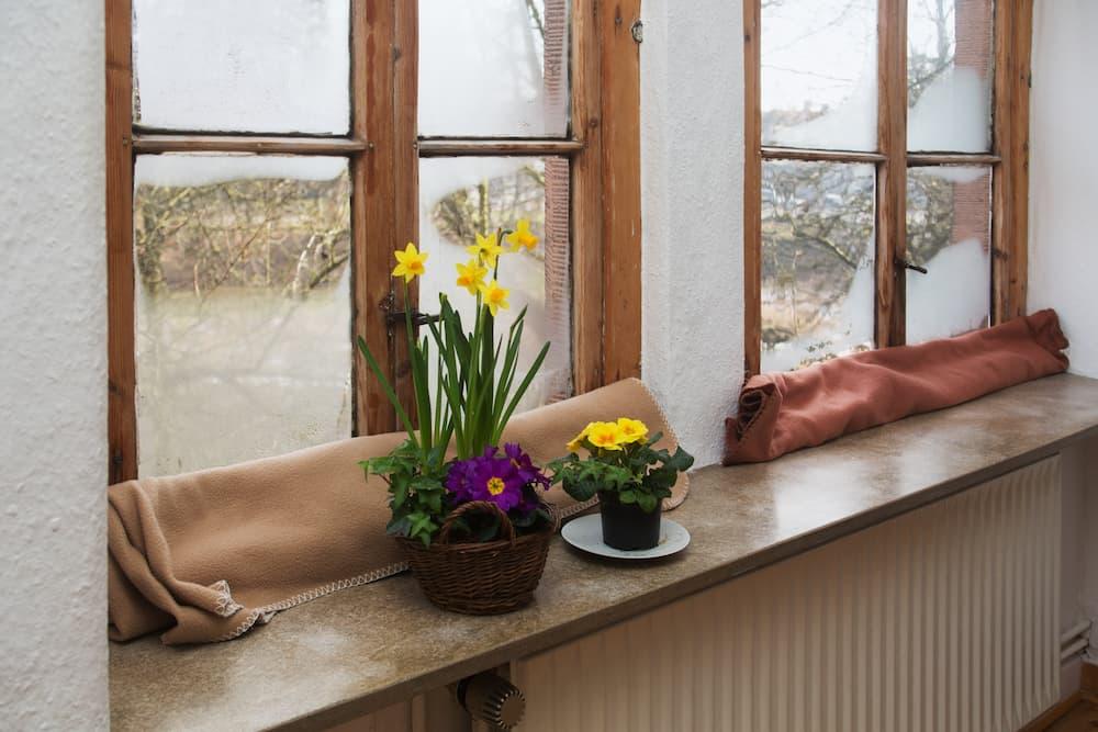 Alte, undichte Fenster © Ingo Bartussek, stock.adobe.com