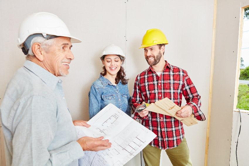 Der Architekt oder Fachplaner hilft bei der Fensterauswahl © Robert Kneschke, stock.adobe.com