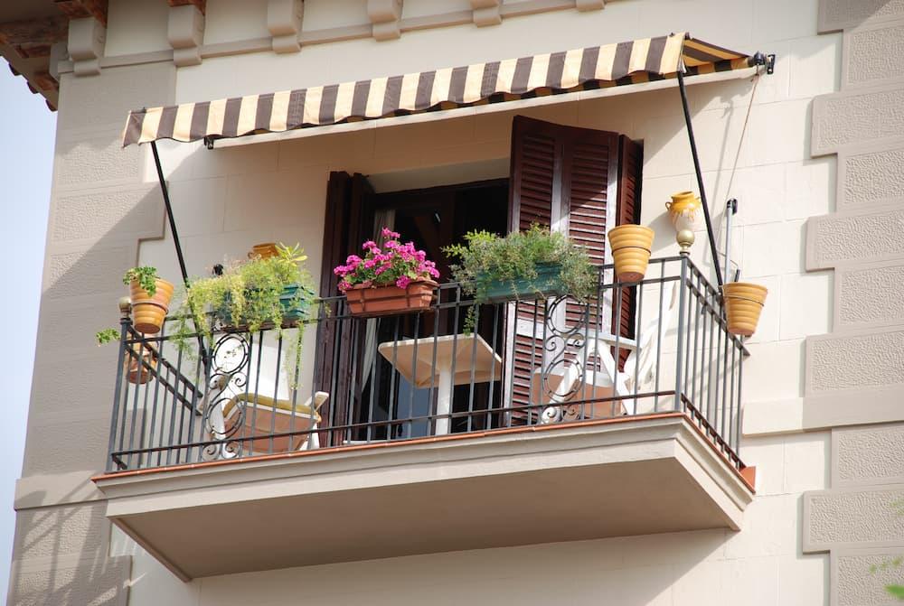 Markise auf einem Balkon © Alexander Reitter, stock.adobe.com
