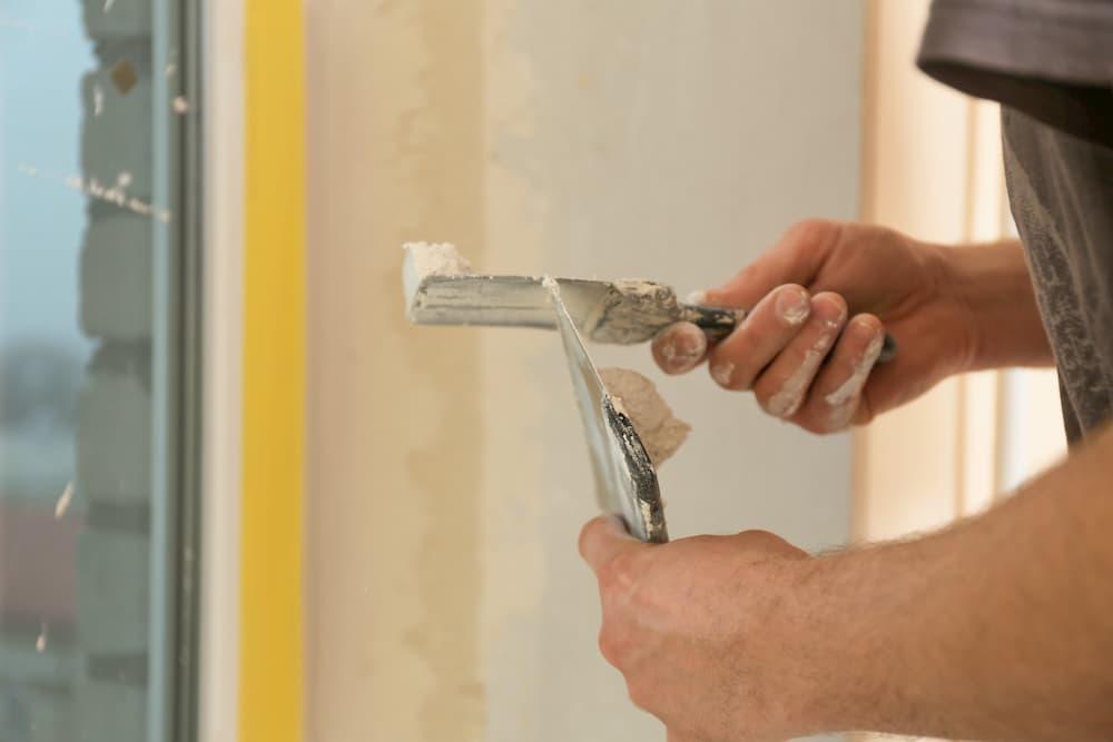 Fenstertausch: Schäden an der Laibung müssen ausgebessert werden