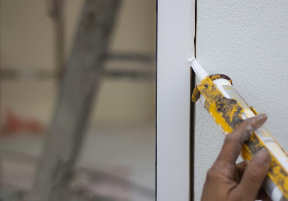 Fenster Einbau: Fugen abdichten © StepPro, stock.adobe.com