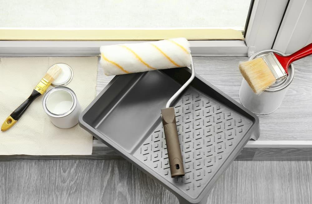 Werkzeug zum Fenster lackieren © Africa Studio, stock.adobe.com