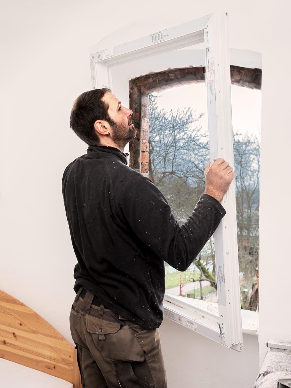 Fenster Blendrahmen montieren © Ingo Bartussek, stock.adobe.com
