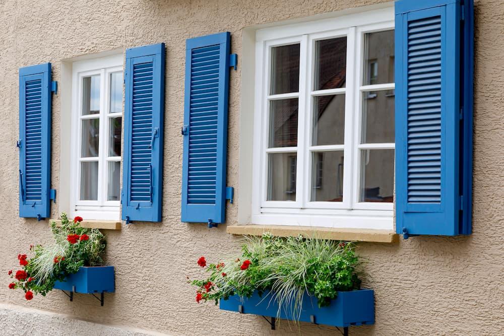 Fensterladen Materialwahl Holz Alu Oder Kunststoff