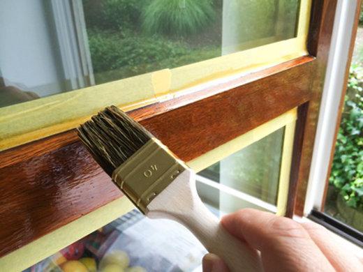 Fensterrahmen streichen © Jürgen Fälchle, fotolia.com