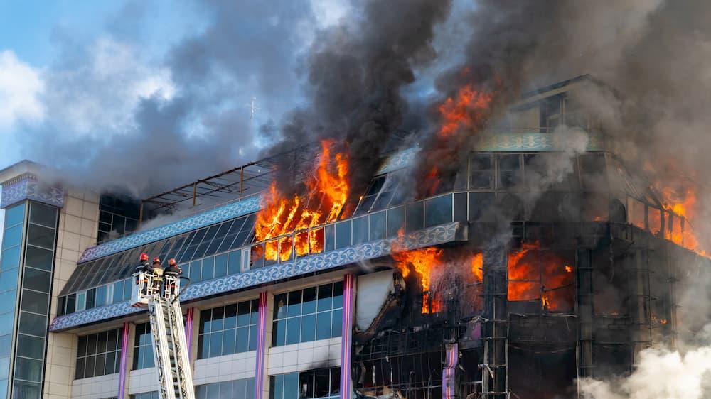 Brandschutzfenster können Leben retten © Vastram, stock.adobe.com