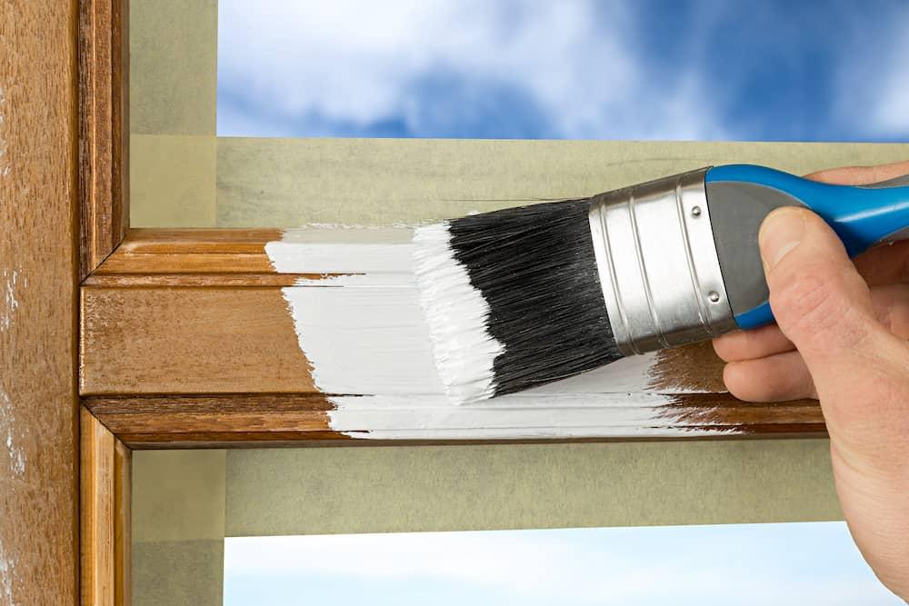 Holzfenster lackieren © Stockphoto-Graf, stock.adobe.com