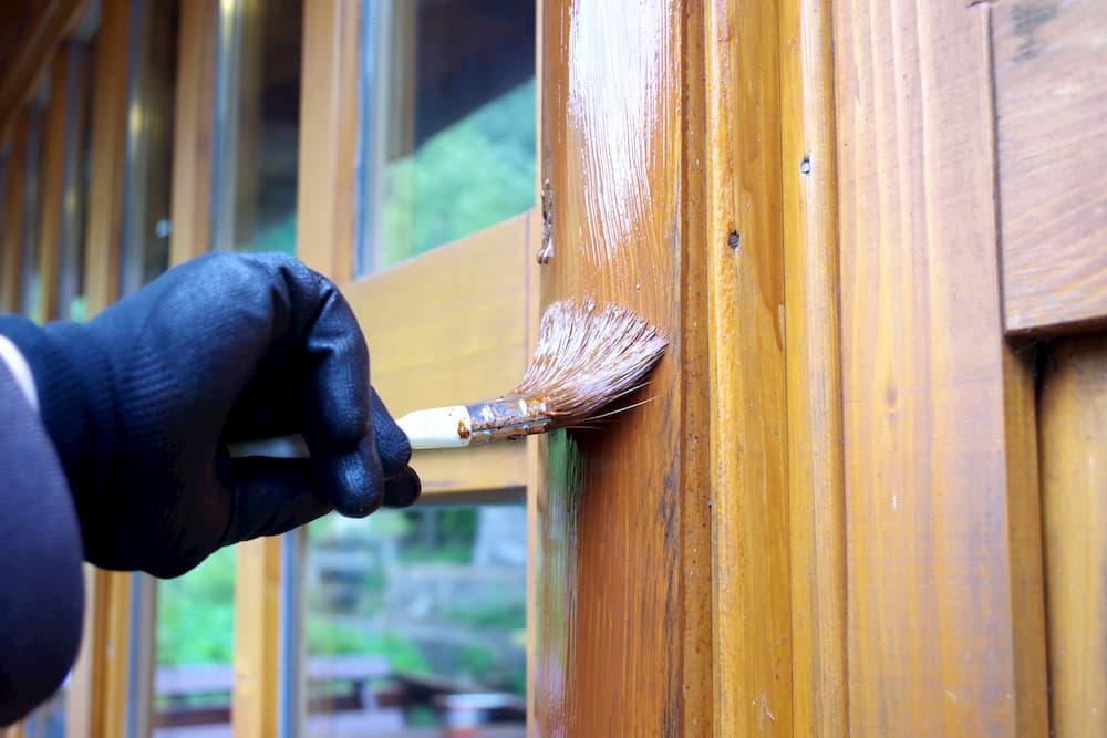 Holzfenster streichen © Milje Ivan, stock.adobe.com