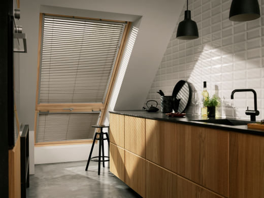 jalousie am dachfenster velux deutschland gmbh. Black Bedroom Furniture Sets. Home Design Ideas