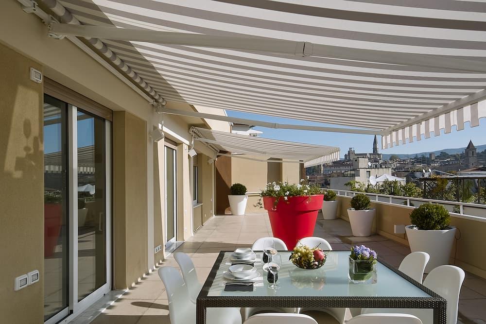 Markise auf einer Terrasse © adpePhoto, stock.adobe.com