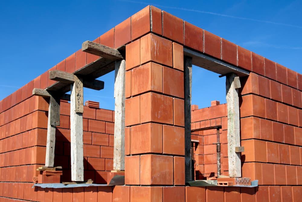 Haus im Rohbau © Ingo Bartussek, stock.adobe.com