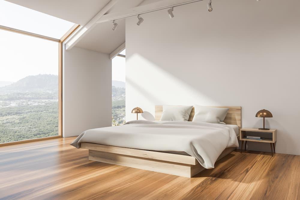 Schlafzimmer mit grosser Fensterfläche © denisismagilov, stock.adobe.com