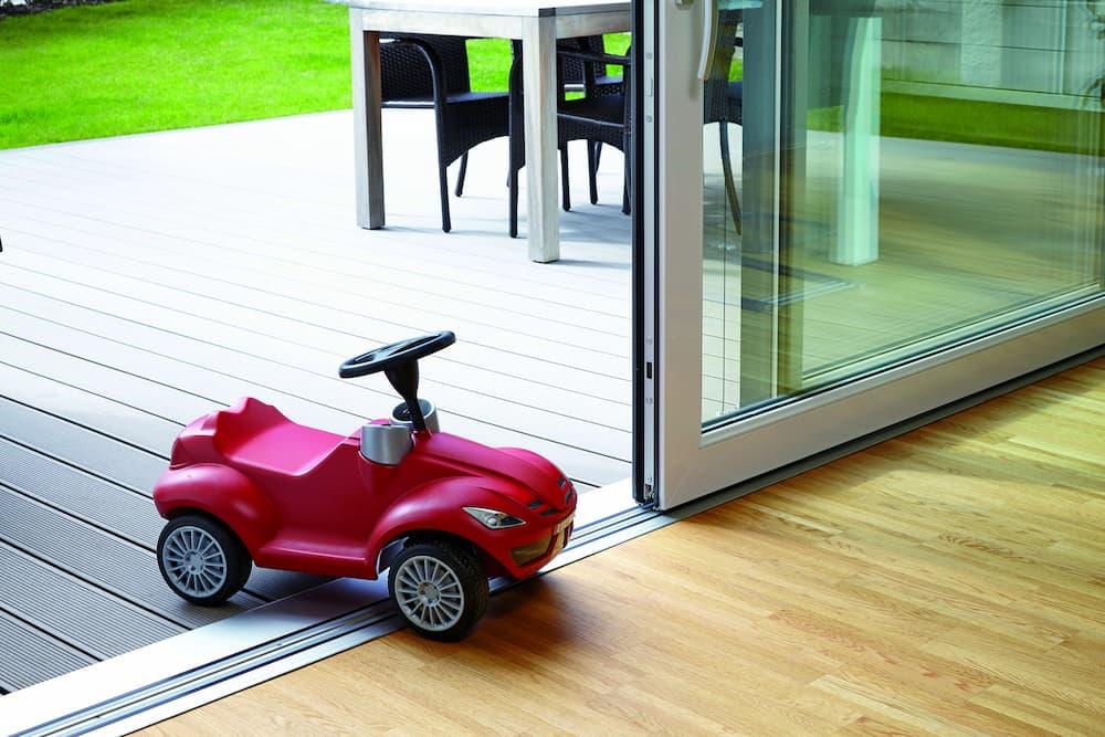 Schwellenloser Übergang an die Terrasse © ALUMAT-Frey GmbH
