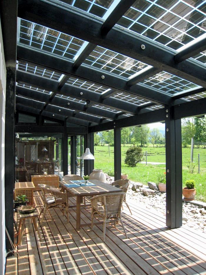Terrassendach mit Photovoltaikmodul © zorro, stock.adobe.com