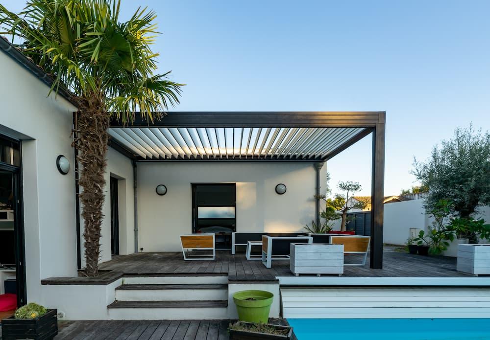 Terrassenübderdachung aus Aluminium © mathilde, stock.adobe.com
