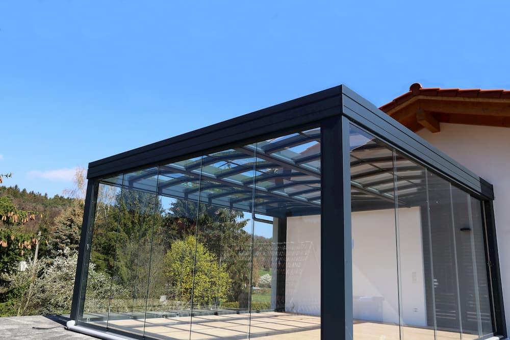 Terrassenüberdachung mit Glaswänden © U.J. Alexander, stock.adobe.com