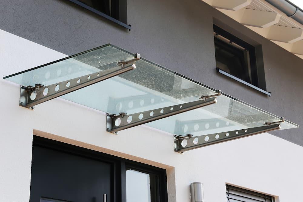 Träger-Vordach aus Glas © U.J. Alexander, stock.adobe.com